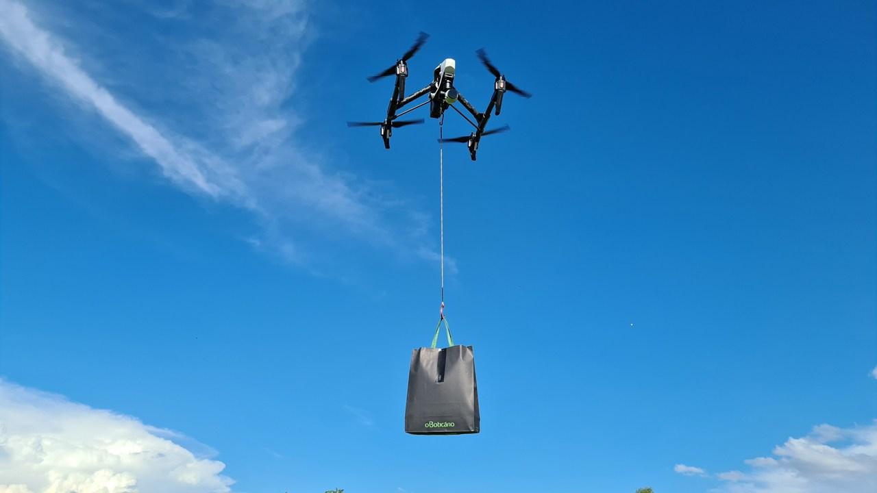Entrega com drones do Malbec Bleu